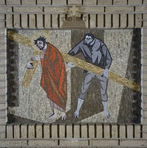 Coudewater (Netherlands): Chapel, one of the fourteen Stations of the Cross, station 5: Simon of Cyrene helps Jesus carry the cross